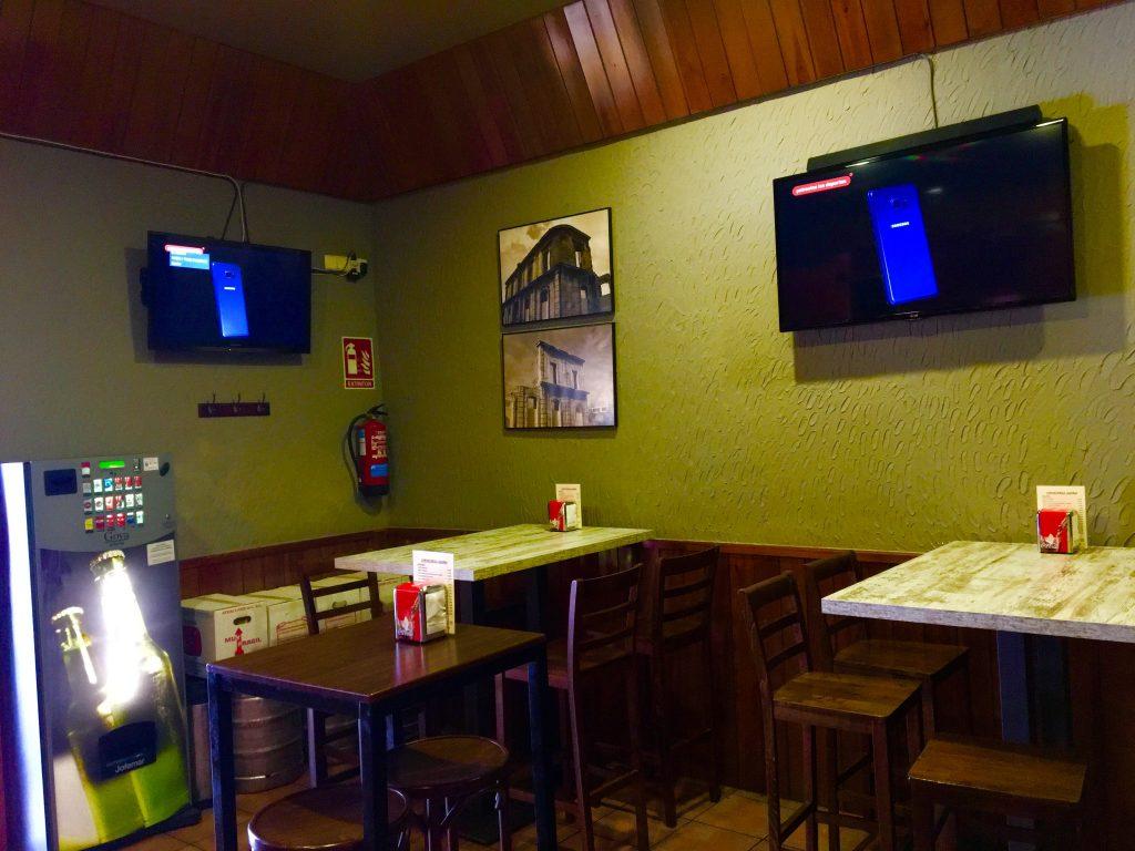 Interior cervecería Ágora